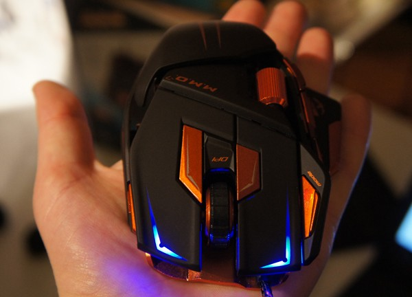 mad-catz-mmo-mouse-in-hand