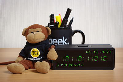 a7c5_thinkgeek_clock_inuse
