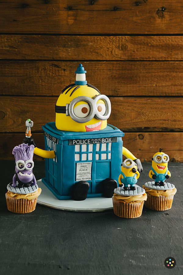 The Minions Cake + Phone Box